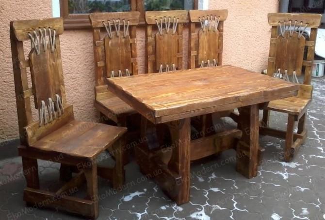стол и стулья из дерева под старину для ресторана пивного